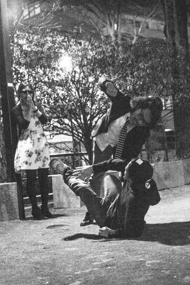 大鶴義丹の嫁泰子や父の拳銃乱射がやばいんです!