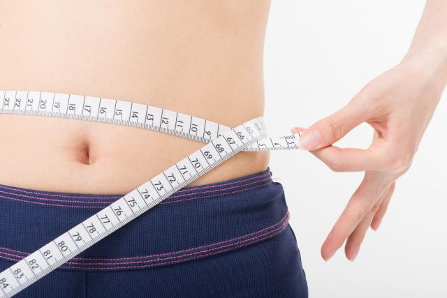 お腹が痩せる方法とは?正しい姿勢をとるだけで痩せる?